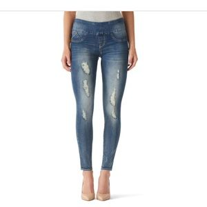 Rock & Republic Fever Pull on Jeggings